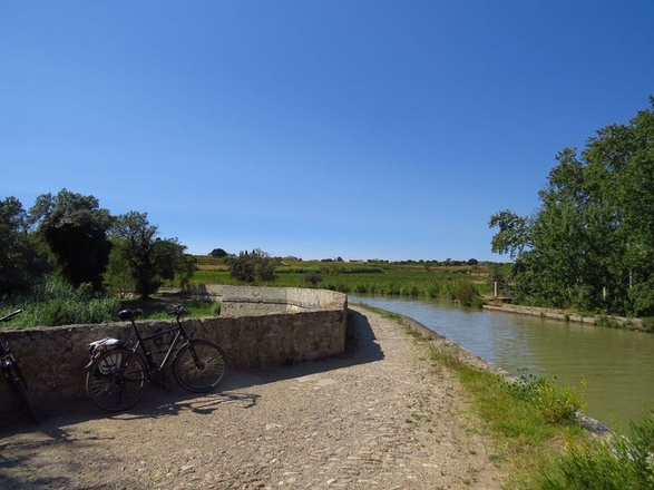 bike tour along the canal du midi