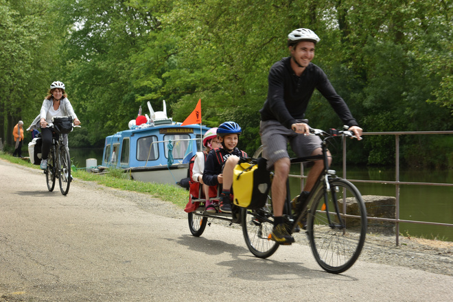 canal du midi by bike with children